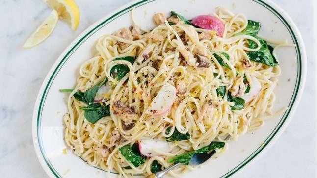 Receita de Salada de macarrão com sardinha especial
