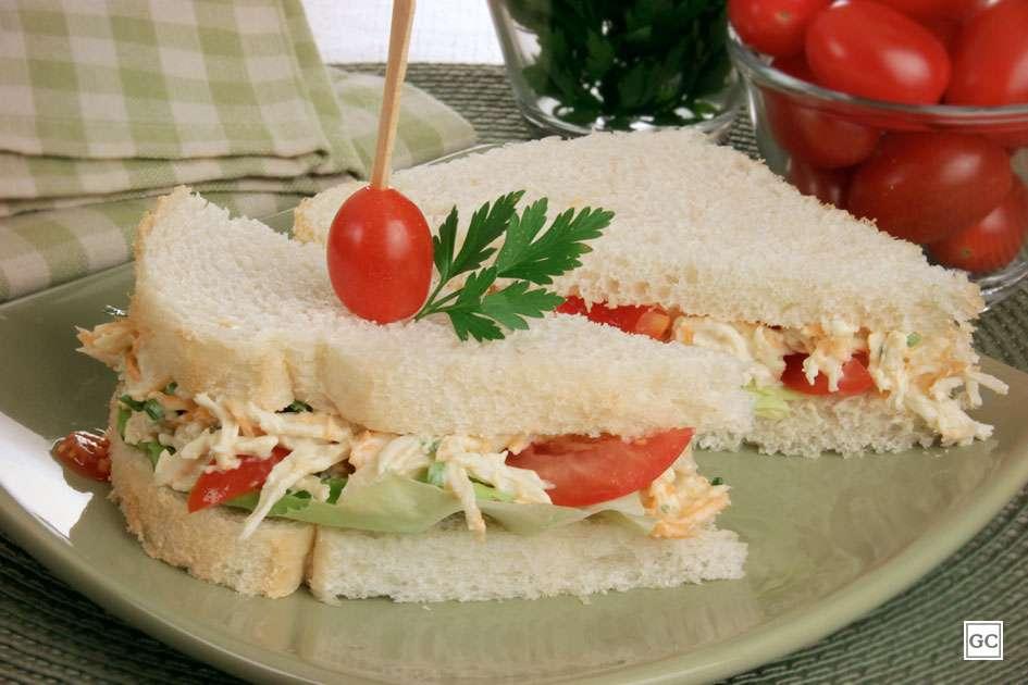 Receita de Sanduíche natural com frango desfiado