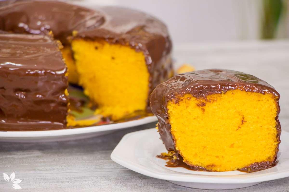 Receita de Bolo de Cenoura com Cobertura Fácil de Chocolate