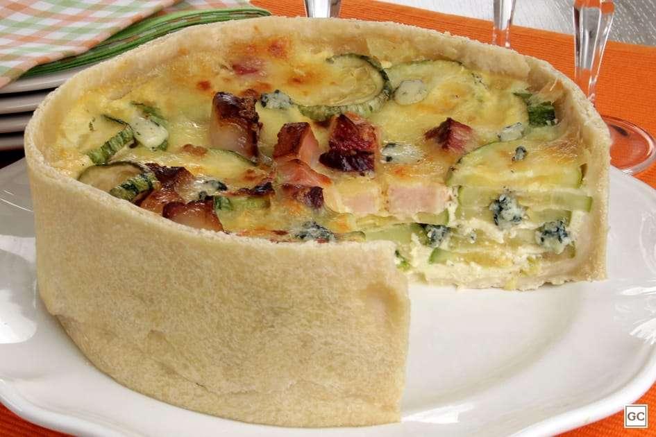 Receita de Torta de abobrinha, queijos e bacon