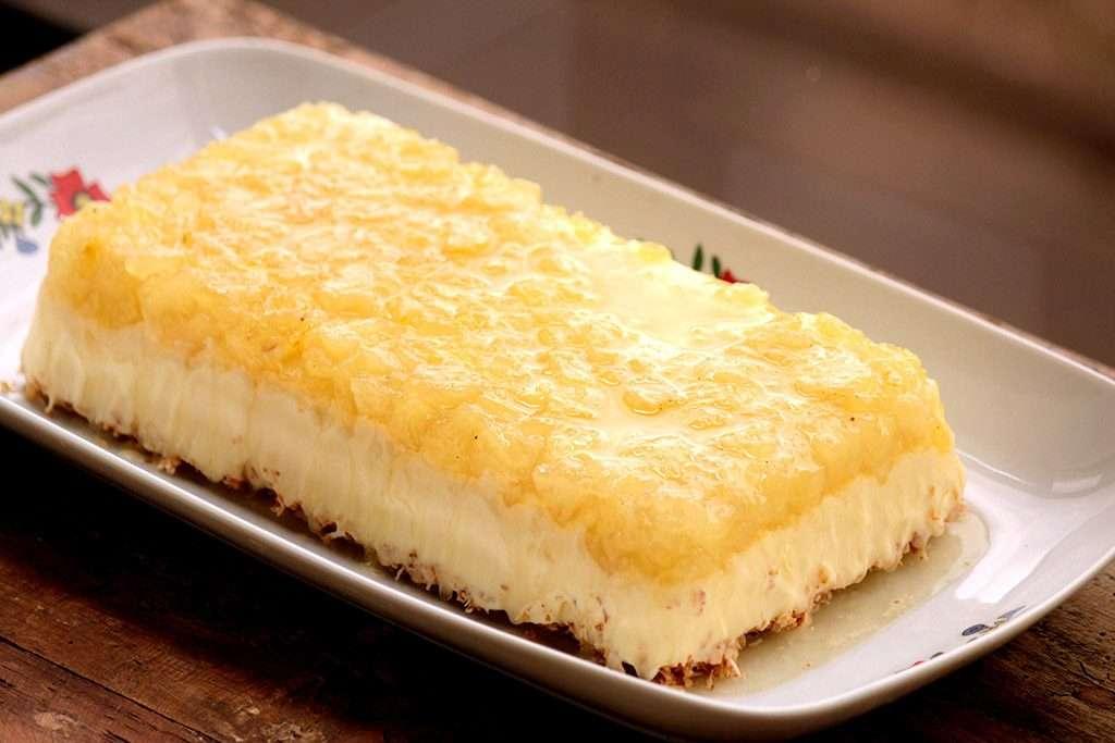 Receita de Torta de sorvete de coco e calda abacaxi