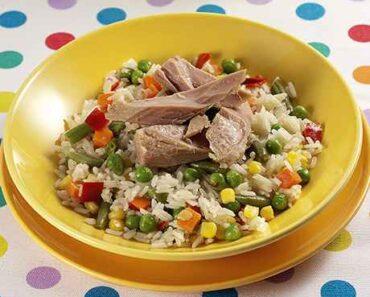 Receita de Arroz com Legumes e Atum para almoço rápido e simples