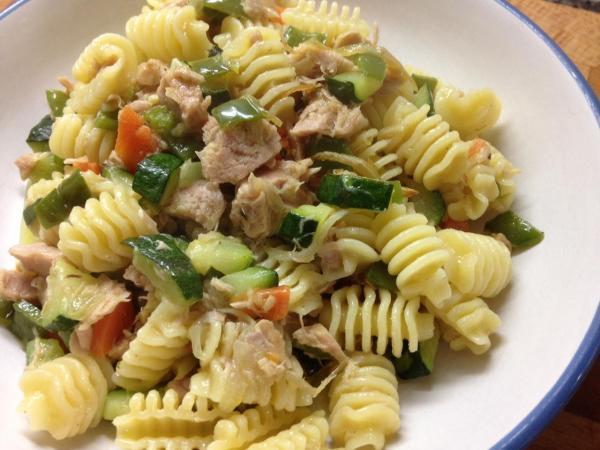 Receita de Fusilli com atum e legumes