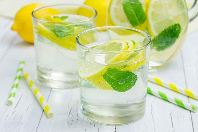 Receita de Suco de limão, couve e hortelã