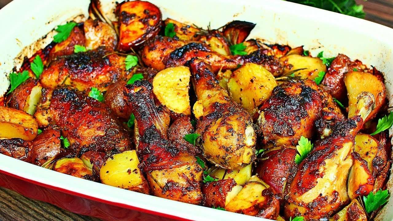 Receita de coxa de frango assada com batatas Caseiras