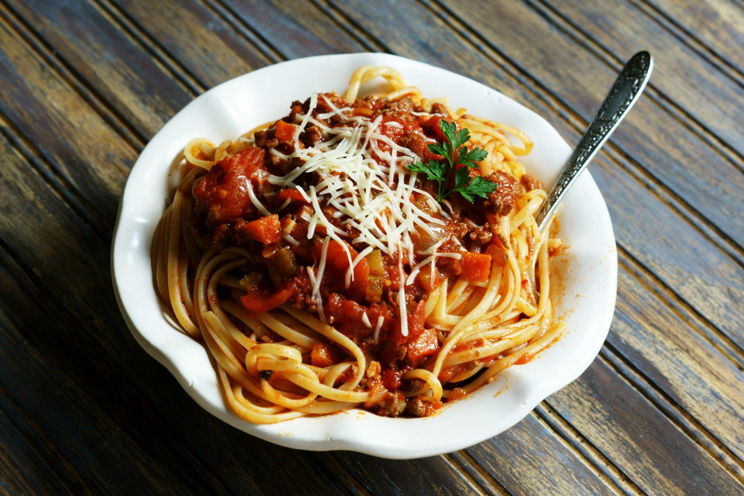 Receita de esparguete à bolonhesa para almoço rápido e simples