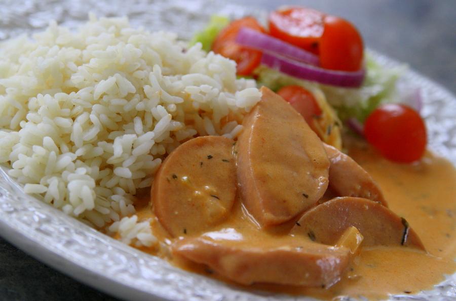 20 Receitas de Strogonoff de Salsicha fáceis e econômicas de preparar em casa e você pode encontrar nessa coleção diversas variações para ter o almoço perfeito