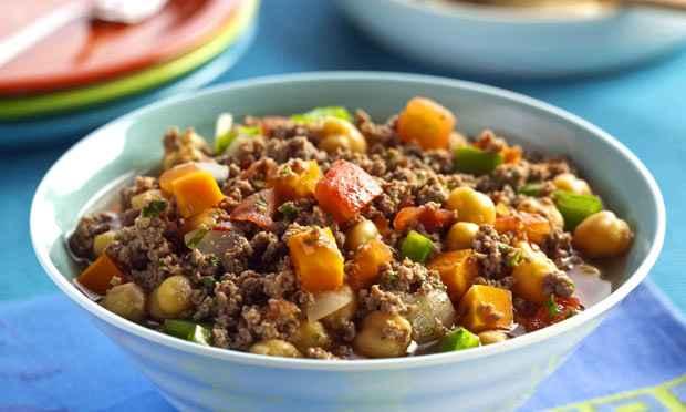 Receita de Ensopado de carne moída com grão-de-bico e legumes