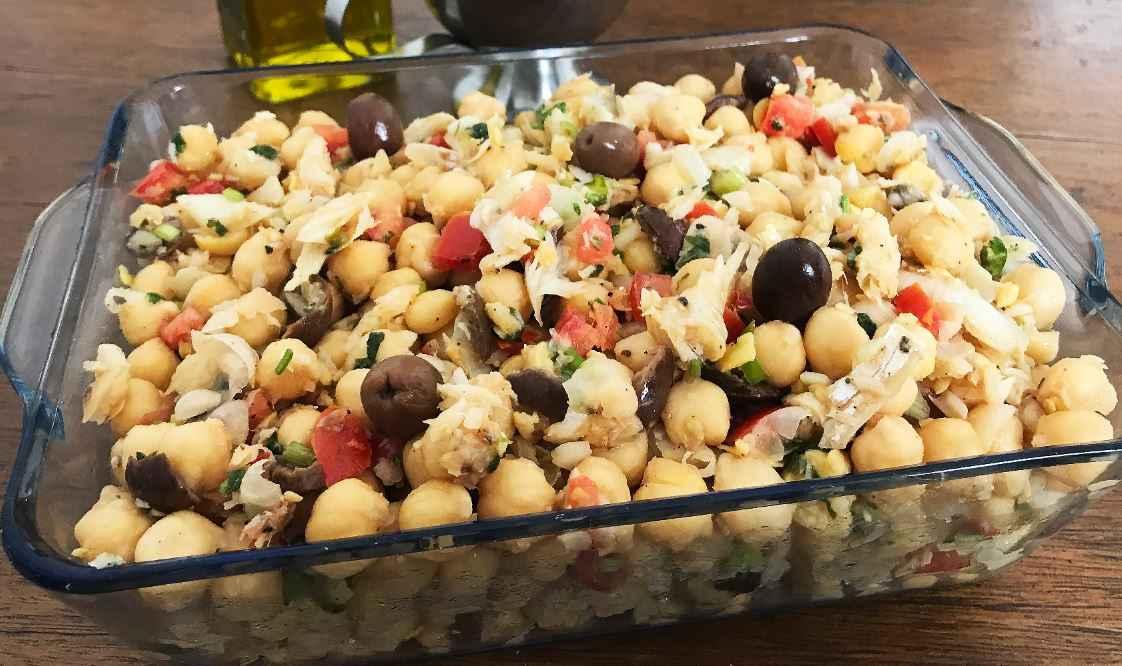 Jantar rápido e saudável de Grão de Bico com Bacalhau