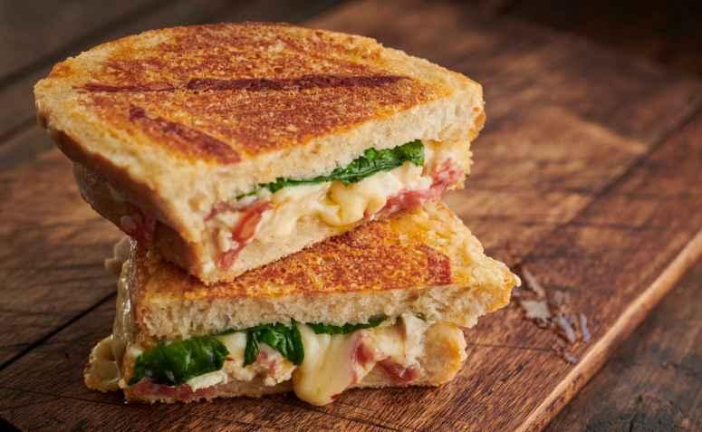 Jantar rápido e saudável de Panini Low Carb