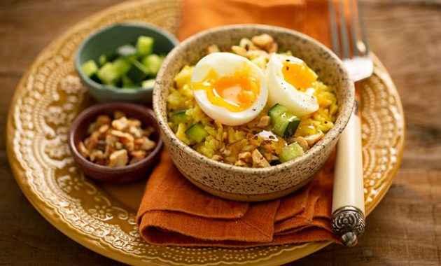 Jantar rápido e saudável de Salada de Arroz ao Curry