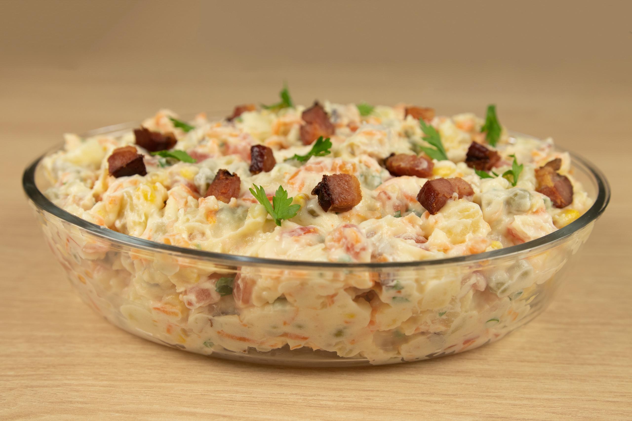 Jantar rápido e saudável de Salada de Bacon com Batata