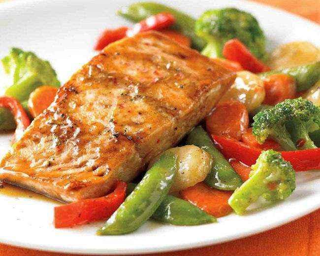 Jantar rápido e saudável de Salmão no Forno com Legumes