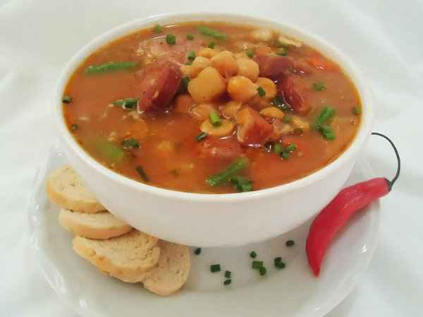 Jantar rápido e saudável de Sopa de Grão de Bico e Calabresa