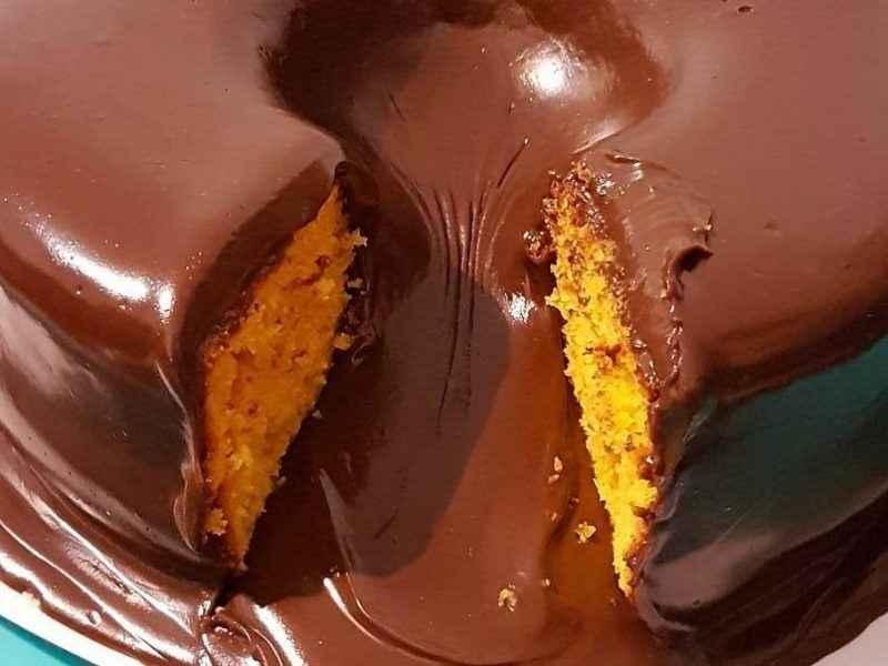 Receita de Bolo de Cenoura Vulcão com Chocolate