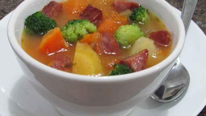 Receita de Sopa de Mandioquinha Tradicional com Legumes