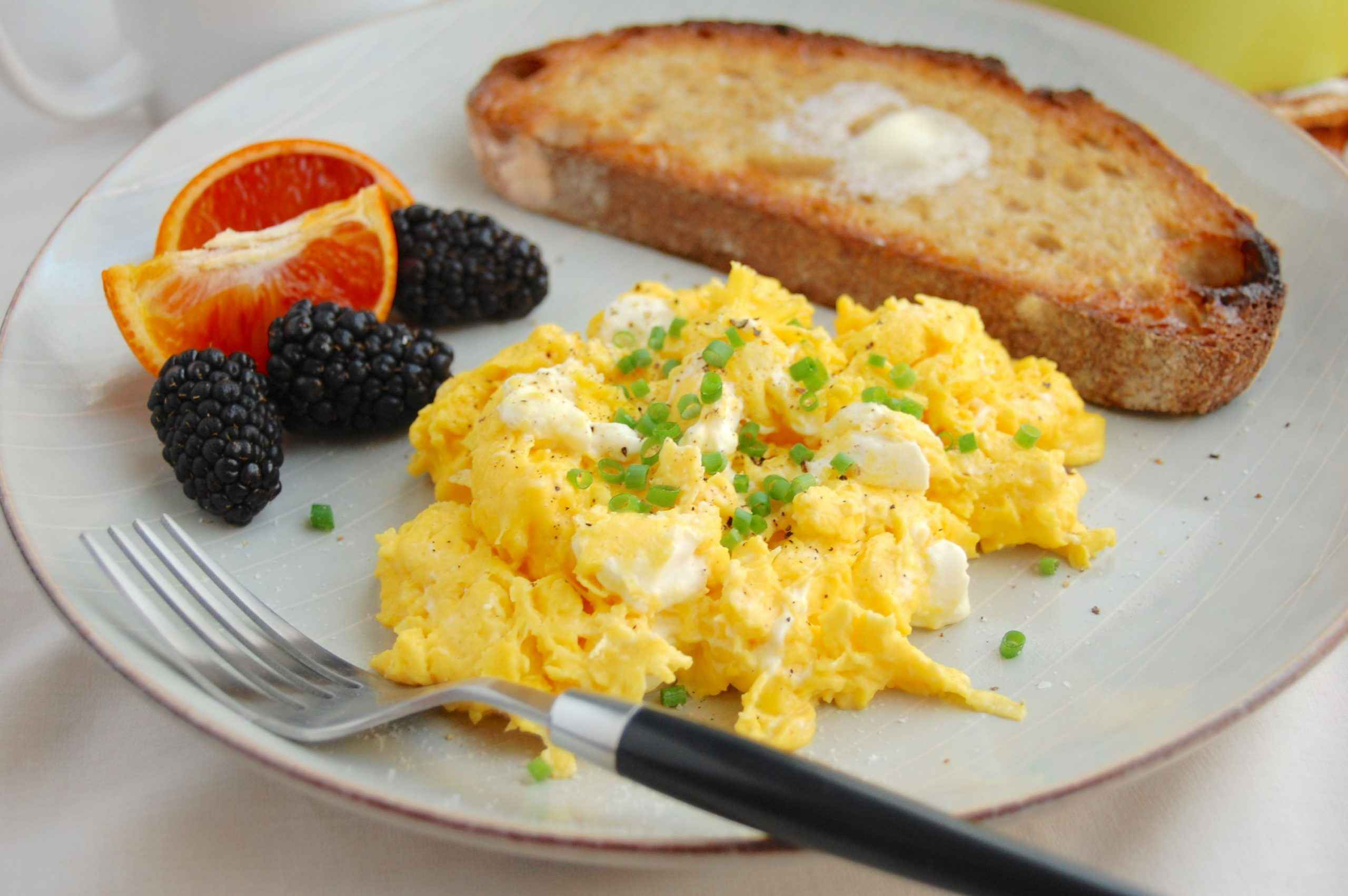 Receita de Ovos Mexidos para o Café da Manhã