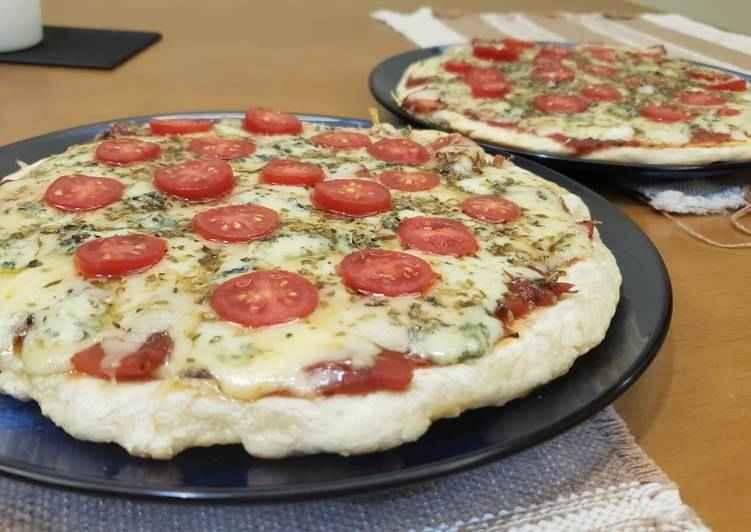 Receita de Pizza de Frigideira Pronta em 10 Minutos