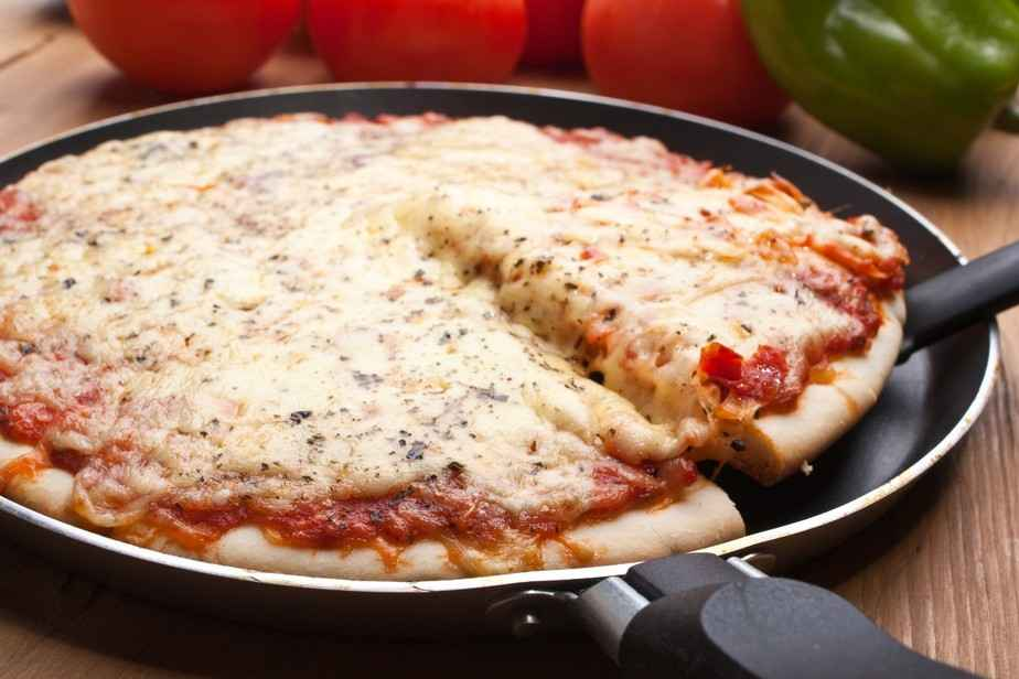 Receita de Pizza de Frigideira com Massa Caseira