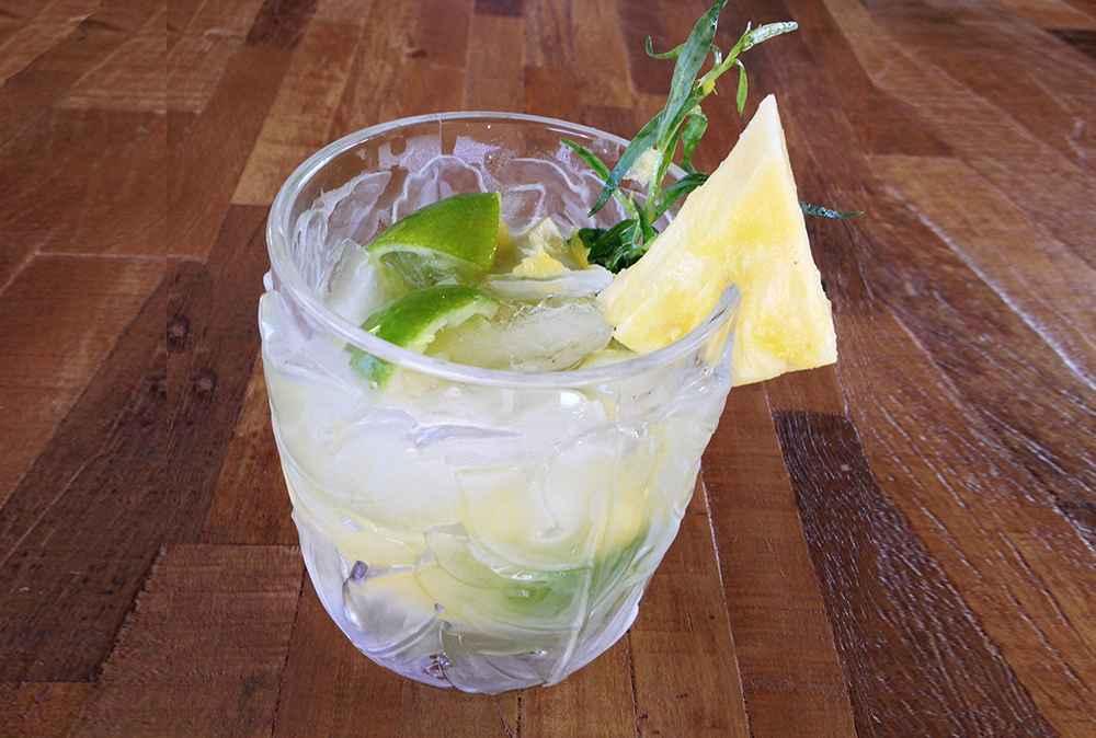 Como fazer Caipirinha de abacaxi na jarra Fácil