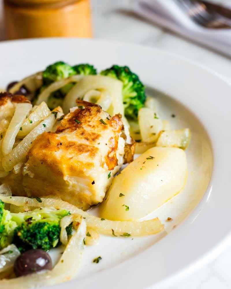Receita de Bacalhau com batatas Cebola e Brócolis