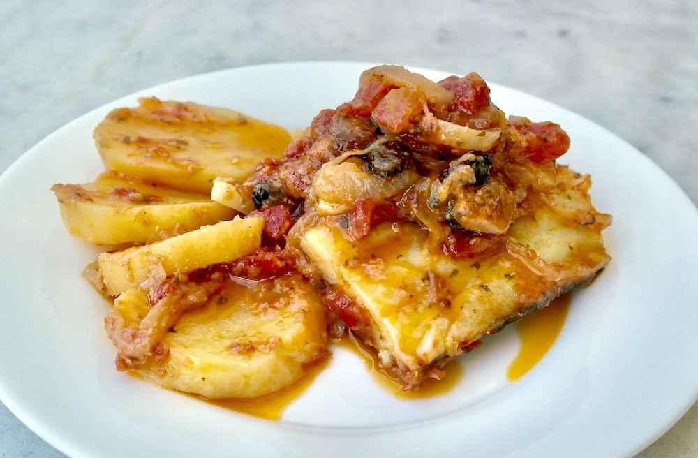 Receita de Bacalhau com batatas ao Molho de tomate