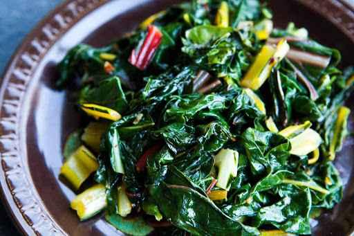 Receitas com acelga na Salada e Alho